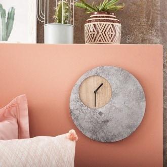Horloge à poser ronde en bois et béton