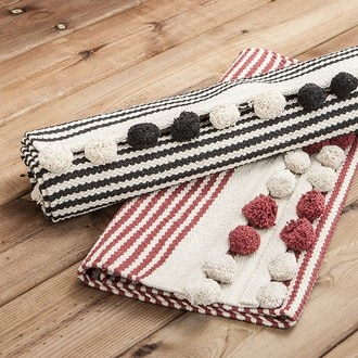 Tapis en coton rayé noir, finition pompons Stripes