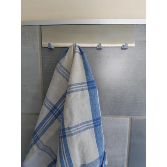 Porta strofinacci con 4 ganci in inox cromato 19x4,2x2 cm.