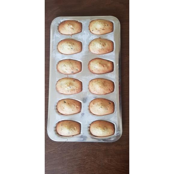 Plaque à 12 madeleines en fer blanc 39,5cm
