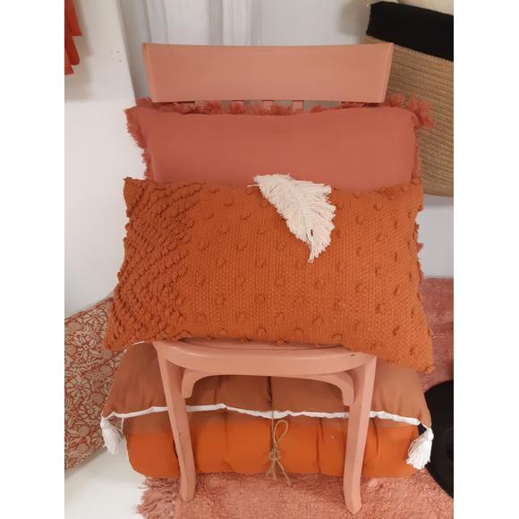 Cuscino rettangolare in cotone con pompons marrone 30x50cm