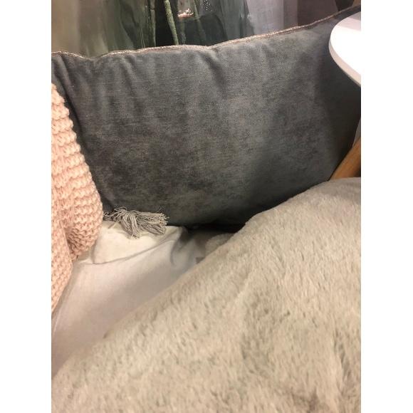 Cuscino rettangolare in velluto nero 30x60cm
