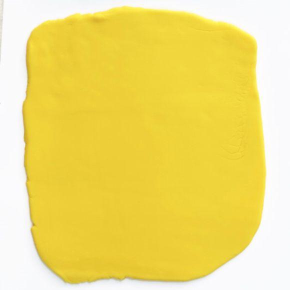 Pâte à sucre jaune aromatisée vanille 250g