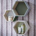 ARTEMIO - Set de 3 étagères héxagonales en bois brut - 24 à 30cm