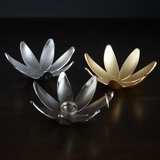 UMBRA - Porte bagues en forme de magnolia à 7 branches