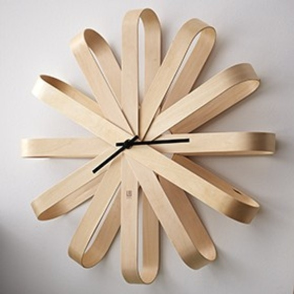 umbra horloge murale ribbonwood en bois clair 30cm. Black Bedroom Furniture Sets. Home Design Ideas