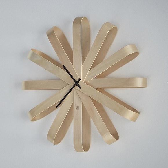 Horloge murale Ribbonwood en bois clair Ø30cm