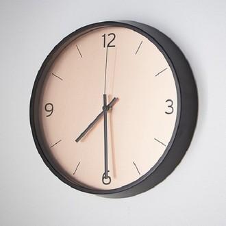 Horloge silencieuse Copa bord métal noir fond couleur cuivre 30,5cm