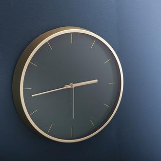 Horloge silencieuse Tegan bord métal laiton fond couleur vert 30,5cm