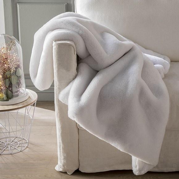 plaid fausse fourrure rabbit blanc 125x150 cm pas cher z dio. Black Bedroom Furniture Sets. Home Design Ideas