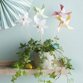 Moulin à vent vert fleurs blanches d22xh45cm