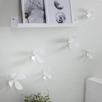 10 fleurs de mur blanches  11,4 x 6,4cm