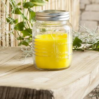 Bocal rempli de bougie citronnelle
