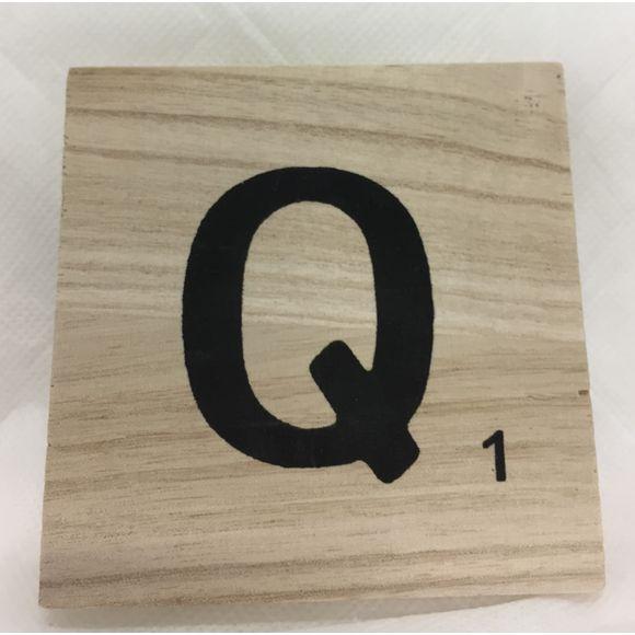 Lettre Q scrabble en bois 10x10x0,6cm