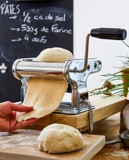 Machine à pâtes fixe