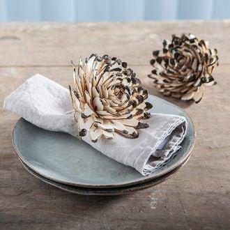 Fleur de décoration de serviette shola bord noir