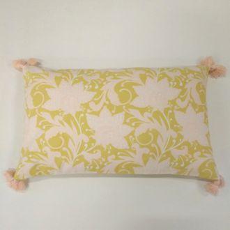 Zodio - coussin en coton imprimé fleur softwear makeup et moutarde 30x50cm