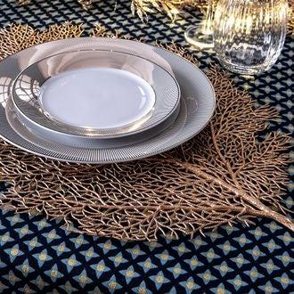 Set de table en forme de feuille dorée