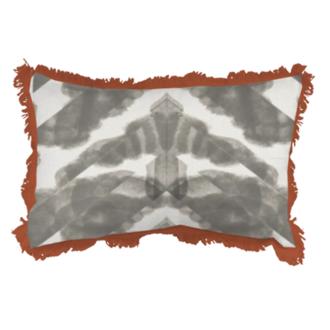 Coussin en coton à motifs et franges gris glaise 30x50cm
