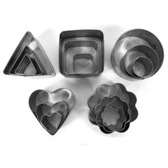 Set de 15 emporte-pièces en inox ronds, carrés, cœurs, triangles, fleurs