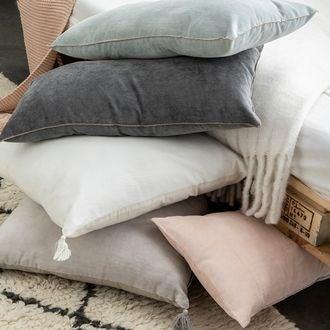 Coussin en velours de coton nala gris tourterelle 50x50cm