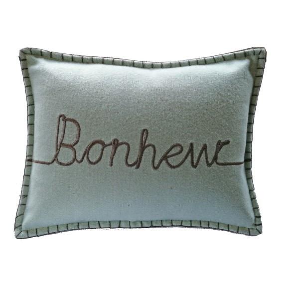 Cuscino rettangolare in feltro con scritta bianco 30x50cm