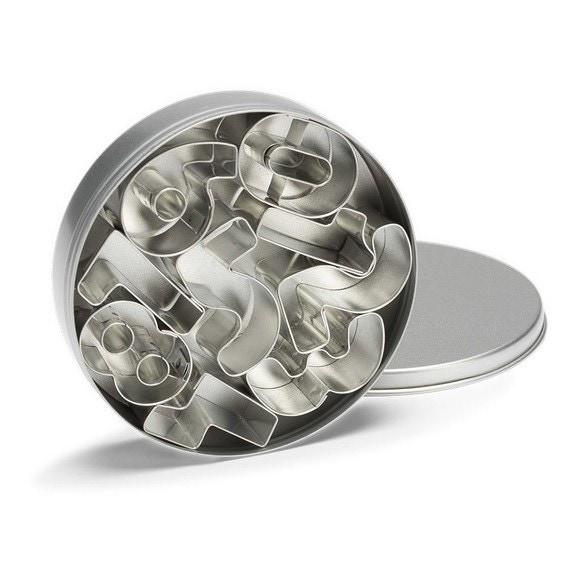 Set di 9 formine numeri in acciaio inox 3,7cm