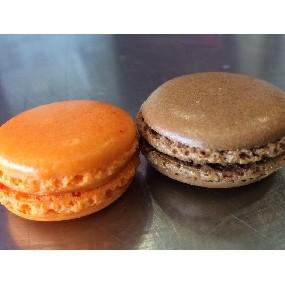 Macarons poire, chocolat tonka, praliné