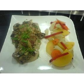 Filet mignon de porc aux champigons, pôelée de légumes raves