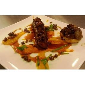 Magret de canard sucré salé, purées oranges et tatin d'échalotes