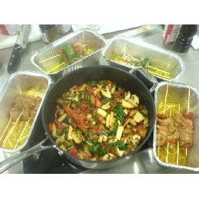 Brochettes de poulet marinées: tomates confites/basilic, cajun, curry, citron/sariette