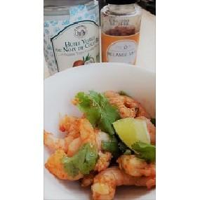 Crevettes sautées à l'huile de coco et mélange saté