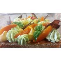 Tarte zodiesque abricot, basilic biscuit madeleine et tuile pavot