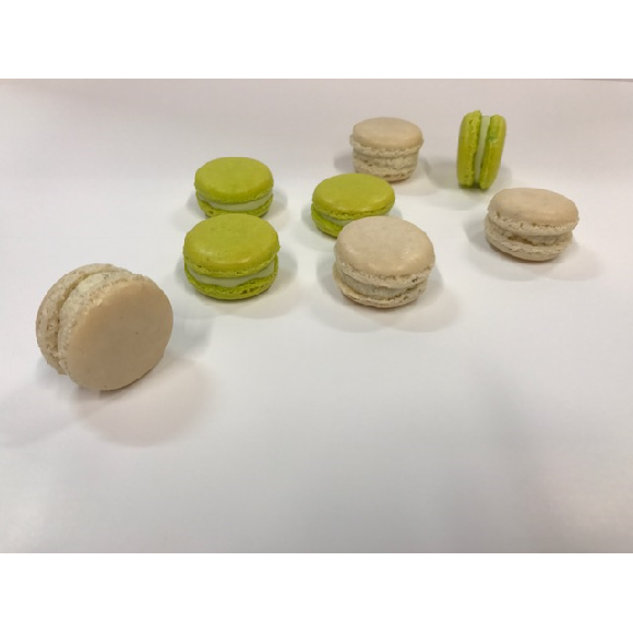 Macarons coco , chocolat-menthe, pêche