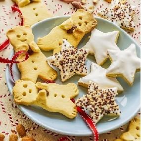 Biscuits mignons de noël aux amandes
