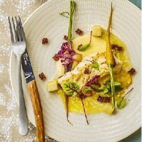 Pavé de turbot, beurre blanc au champagne, petits légumes glacés