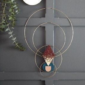 Ma suspension murale avec cercles dorés
