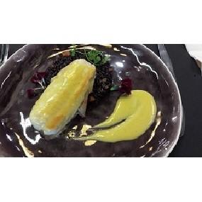 Filet de sole farci au foie gras et gratiné au ratafia, riz noir vénéré