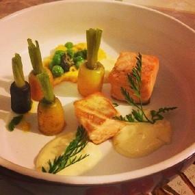 Saumon basse température carotte orange en légumes et en sauce.