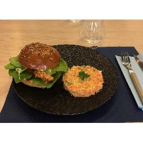 Burger césar au poulet croustillant et coleslaw