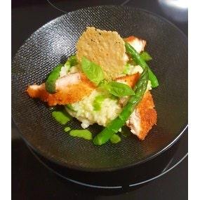 Risotto aux pointes d'asperges vertes et poulet croustillant au parmesan