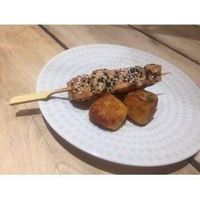 Brochettes de saumon laqué au miel & sésame, croquettes de patates douces