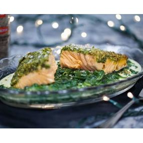 Midi express: pavé de saumon aux épinards  sauce bercy  ( dessert et café inclus