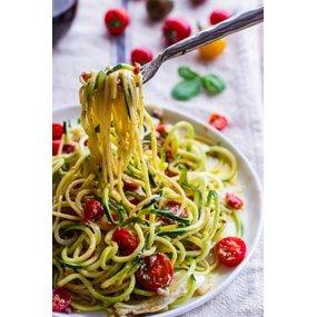 Tagliatelles fraîches sauce pesto et tomates confites