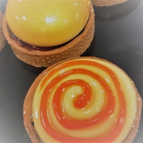 Sablé cacao, mousse mangue, insert orange sanguine/passion/yuzu