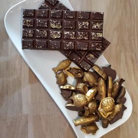 Réalisation de fritures et tablettes en chocolat