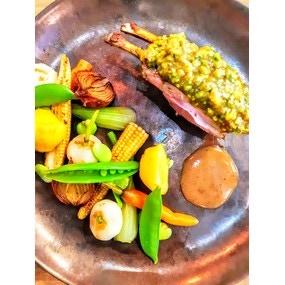 Carré d'agneau en croûte de pistache et légumes glacés