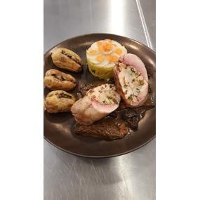 Caille farcie saveur truffes ,pommes de terre morilles.