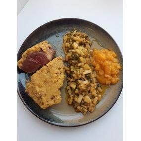 Magret de canard en croûte de cèpes ,légumes cuits dans son jus.