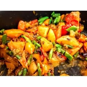 Curry de légumes, semoule de choux fleur
